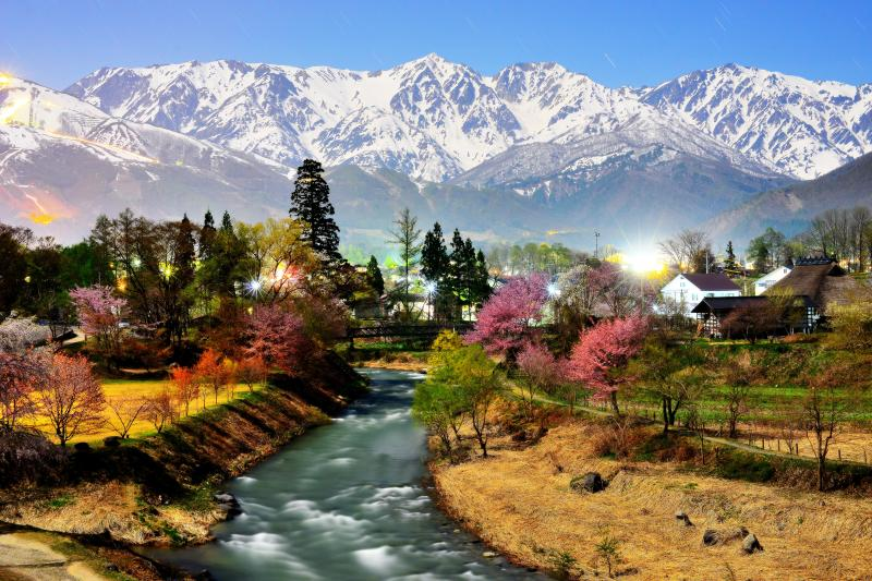 [ 信州原風景 ]  残雪の白馬三山撮影スポット。北アルプスの雪解け水を集める姫川。