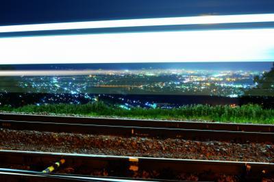 [ 姨捨駅 日本三大車窓 ]  姨捨駅のホームや電車の車窓から 千曲川に沿って広がる善光寺平の雄大な風景を見ることができます。