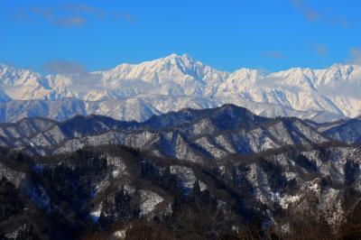 厳冬の北アルプス| 日本百名山の鹿島槍ヶ岳。手前の山々が新緑や紅葉の時期は美しい光景に。