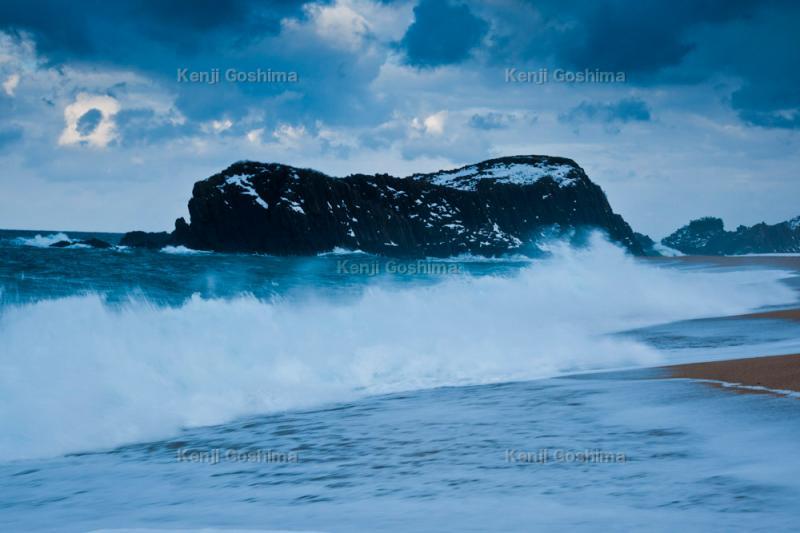 冬の立岩|