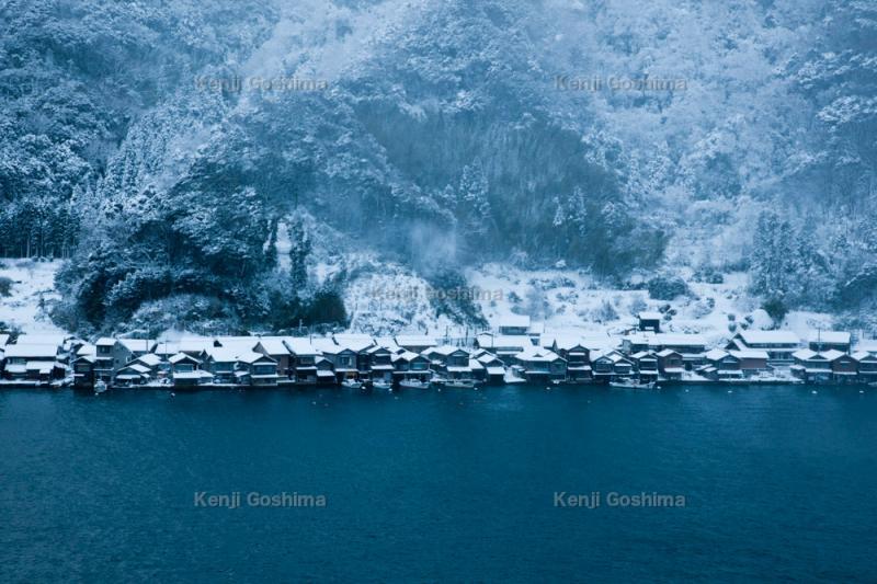 伊根の舟屋群 雪景色 