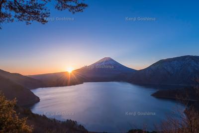 本栖湖 富士山|