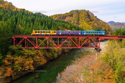 秋田内陸線と大又川橋梁|